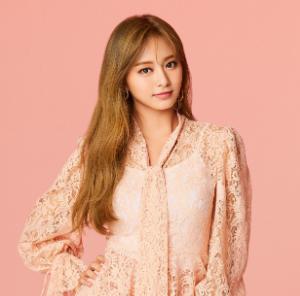 TWICEツウィのピンク服の画像