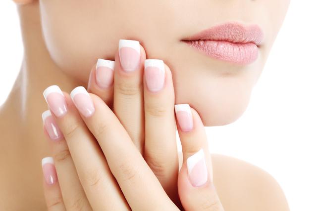 爪がきれいな女性