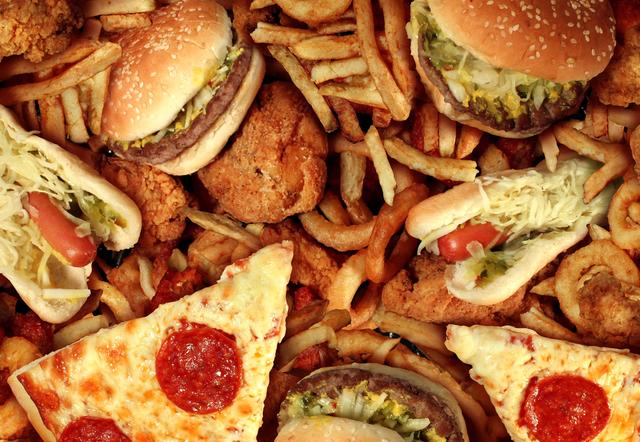 脂肪と炭水化物を多く含んでいる食材の写真